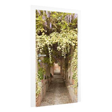 Produktfoto Vliestapete Tür Premium - Blumengesäumter Weg in Spanien - Türtapete