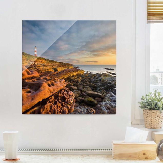 Produktfoto Glasbild - Tarbat Ness Leuchtturm und Sonnenuntergang am Meer - Quadrat 1:1
