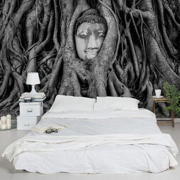 Produktfoto Fototapete Wald -  Buddha in Ayutthaya von Baumwurzeln gesäumt in Schwarzweiß - selbstklebende Vinyltapete