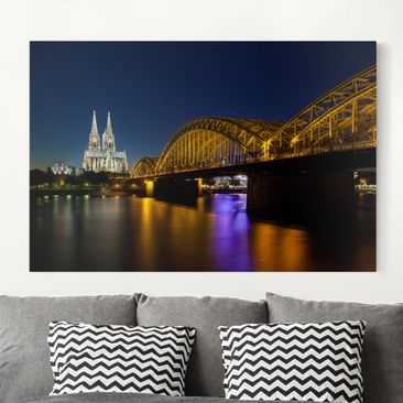 Produktfoto Leinwandbild - Köln bei Nacht - Quer 2:3, vergrößerte Ansicht in Wohnambiente, Artikelnummer 205323-XWA
