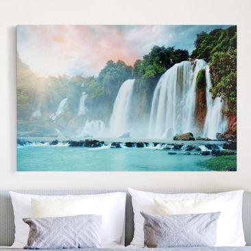 Produktfoto Leinwandbild - Wasserfallpanorama - Quer 2:3, vergrößerte Ansicht in Wohnambiente, Artikelnummer 205605-XWA