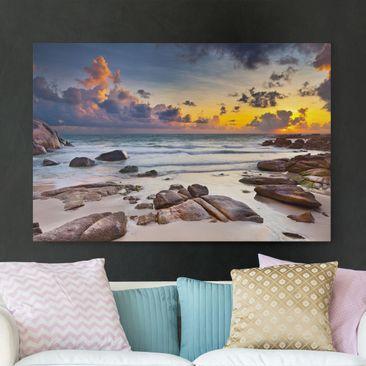 Produktfoto Leinwandbild - Strand Sonnenaufgang in Thailand - Quer 2:3, vergrößerte Ansicht in Wohnambiente, Artikelnummer 205870-XWA