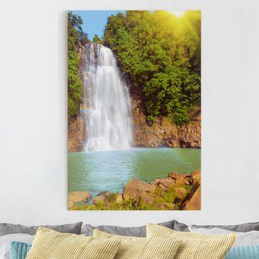 Produktfoto Leinwandbild - Wasserfall Romantik - Hoch 3:2, vergrößerte Ansicht in Wohnambiente, Artikelnummer 206058-XWA