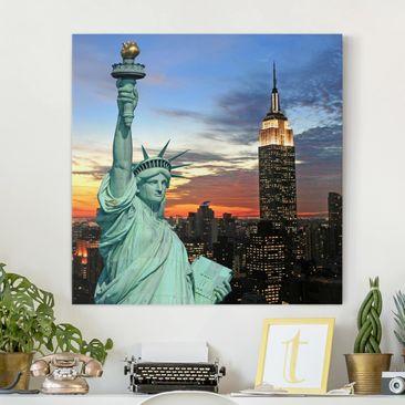 Produktfoto Leinwandbild - New York at Night - Quadrat 1:1, vergrößerte Ansicht in Wohnambiente, Artikelnummer 206628-XWA