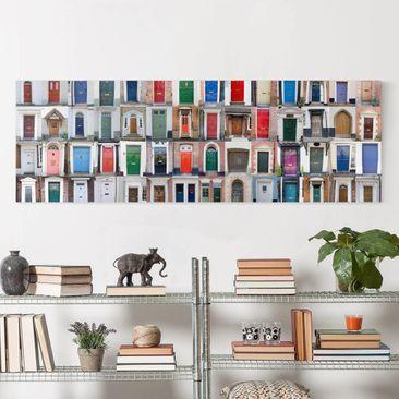 Produktfoto Leinwandbild - 100 Türen - Panorama Quer, vergrößerte Ansicht in Wohnambiente, Artikelnummer 207733-XWA