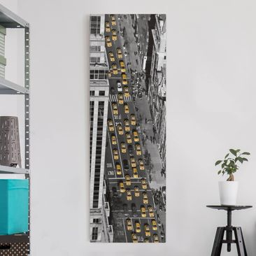 Produktfoto Leinwandbild Schwarz-Weiß - Taxiverkehr in Manhattan - Panoramabild Hoch, vergrößerte Ansicht in Wohnambiente, Artikelnummer 208416-XWA