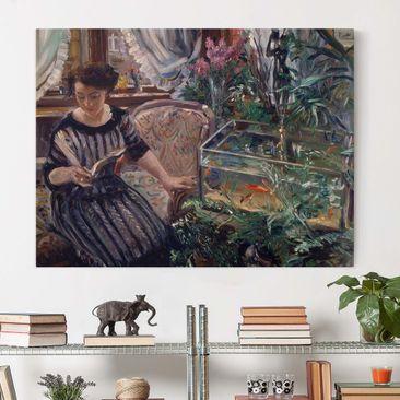 Immagine del prodotto Stampa su tela - Lovis Corinth - Una donna che legge vicino ad un serbatoio Goldfish - Orizzontale 3:4