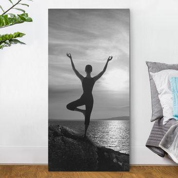 Produktfoto Leinwandbild - Yoga schwarz weiss - Hoch 2:1, vergrößerte Ansicht in Wohnambiente, Artikelnummer 211836-XWA