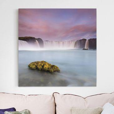 Produktfoto Leinwandbild - Goðafoss und der Mond - Quadrat 1:1, vergrößerte Ansicht in Wohnambiente, Artikelnummer 212306-XWA
