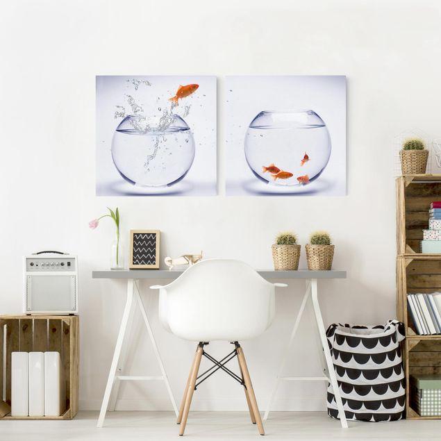 Produktfoto Leinwandbild 2-teilig - Flying Goldfish - Quadrate 1:1, in Wohnambiente, Artikelnummer 212864-WA