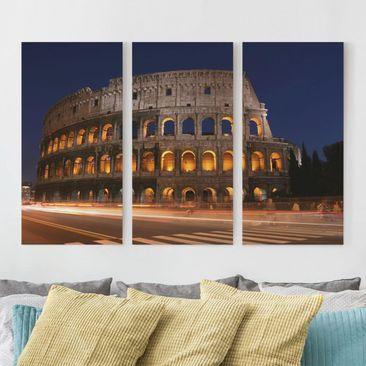 Produktfoto Leinwandbild 3-teilig - Colosseum in Rom bei Nacht - Hoch 2:1, vergrößerte Ansicht in Wohnambiente, Artikelnummer 213055-XWA