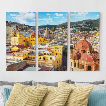 Produktfoto Leinwandbild 3-teilig - Bunte Häuser Guanajuato - Hoch 2:1, vergrößerte Ansicht in Wohnambiente, Artikelnummer 213208-XWA