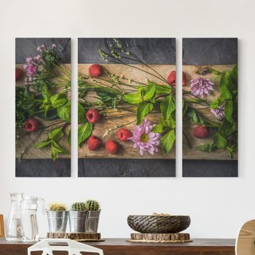 Produktfoto Leinwandbild 3-teilig - Blumen Himbeeren Minze - Triptychon, vergrößerte Ansicht in Wohnambiente, Artikelnummer 213260-XWA