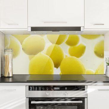 Produktfoto Spritzschutz Glas - Zitronen im Wasser - Panorama Quer