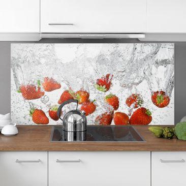 Immagine del prodotto Paraschizzi in vetro - Fresh Strawberries In Water - Orizzontale 1:2