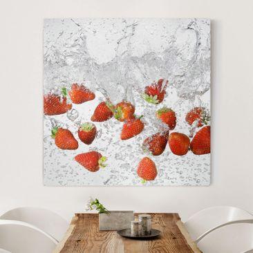 Immagine del prodotto Stampa su tela - Fresh Strawberries In Water - Quadrato 1:1