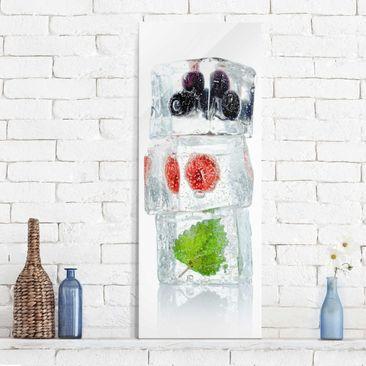 Produktfoto Glasbild - Himbeere Melisse und Blaubeeren im Eiswürfel - Panorama Hoch