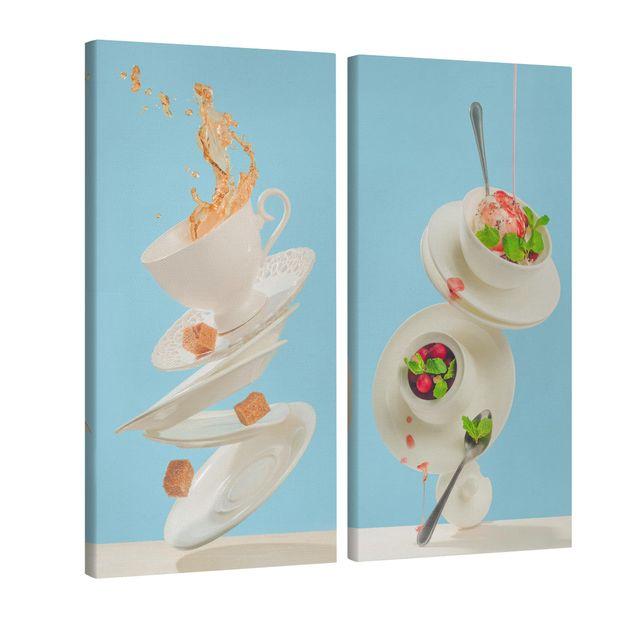 Produktfoto Leinwandbild 2-teilig - Fliegende Tassen - Hoch 2:1, Spiegelkantendruck links, Artikelnummer 225898-FL