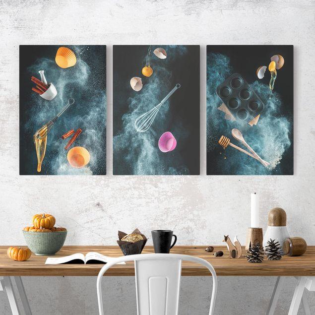 Produktfoto Leinwandbild 3-teilig - Küchen Chaos - Hoch 3:2, in Wohnambiente, Artikelnummer 225920-WA