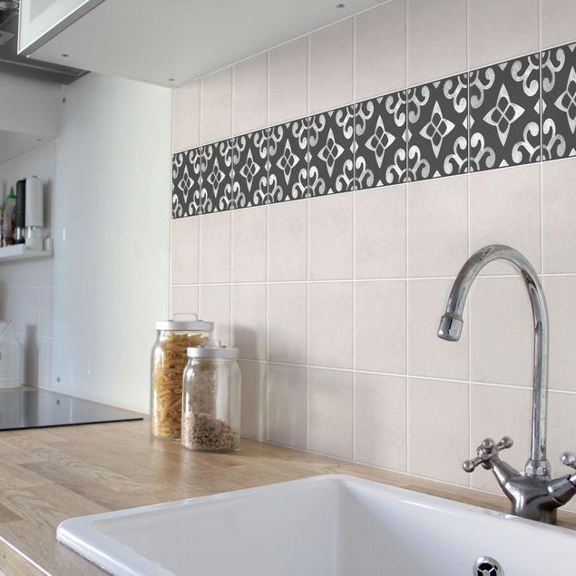 Produktfoto Fliesen Bordüre - Muster Dunkelgrau Weiß Serie No.05 - 20cm x 20cm Fliesensticker Set