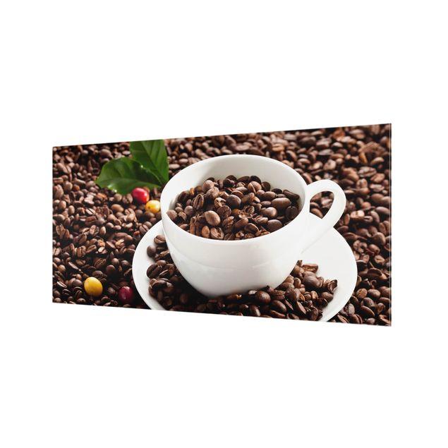 Produktfoto Spritzschutz Glas - Kaffeetasse mit gerösteten Kaffeebohnen - Querformat 1:2
