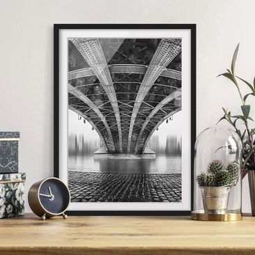 Immagine del prodotto Poster con cornice - Under The Iron Bridge - Verticale 4:3