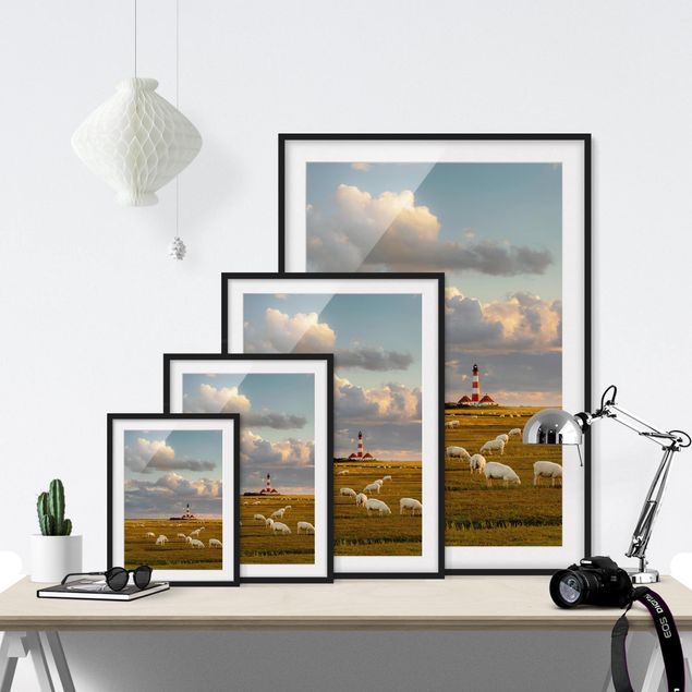 Immagine del prodotto Poster con cornice - North Sea Lighthouse With Sheep Herd - Verticale 4:3