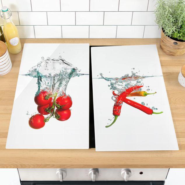 Produktfoto Herdabdeckplatte Glas - Tomaten und Chilischoten im Wasser - 52x60cm, vergrößerte Ansicht in Wohnambiente, Artikelnummer 227921-XWA