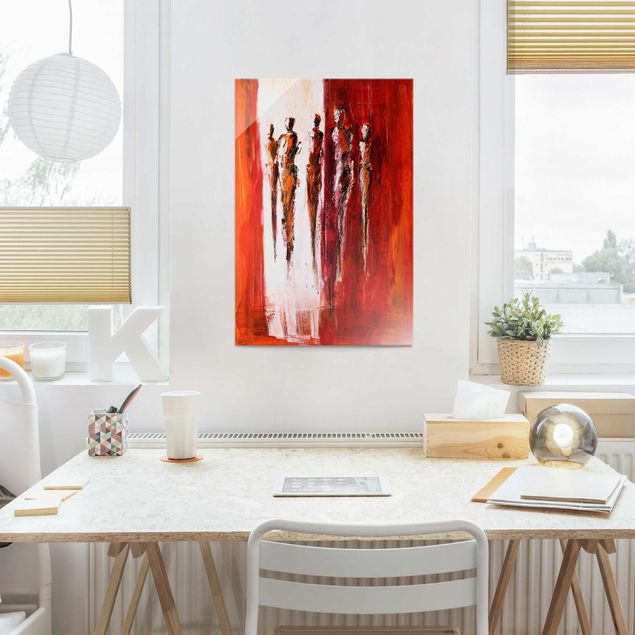 Produktfoto Glasbild - Petra Schüßler - Fünf Figuren in Rot 01 - Hochformat 3:2