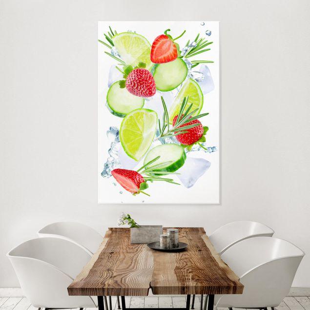 Produktfoto Glasbild - Erdbeeren Limetten Eiswürfel Splash - Hochformat 3:2
