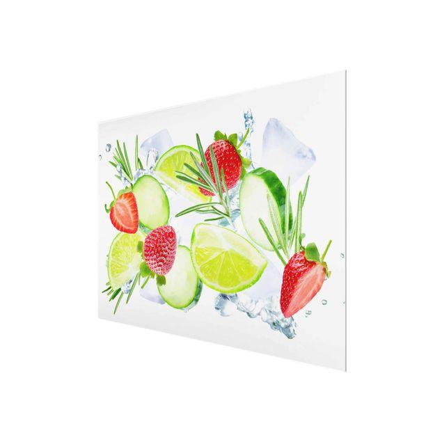 Produktfoto Glasbild - Erdbeeren Limetten Eiswürfel Splash - Querformat 3:4