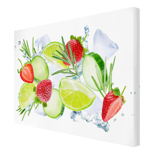 Produktfoto Leinwandbild - Erdbeeren Limetten Eiswürfel Splash - Querformat 3:4