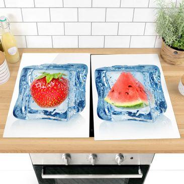 Produktfoto Herdabdeckplatte Glas - Erdbeere und Melone im Eiswürfel - 52x80cm, vergrößerte Ansicht in Wohnambiente, Artikelnummer -XWA