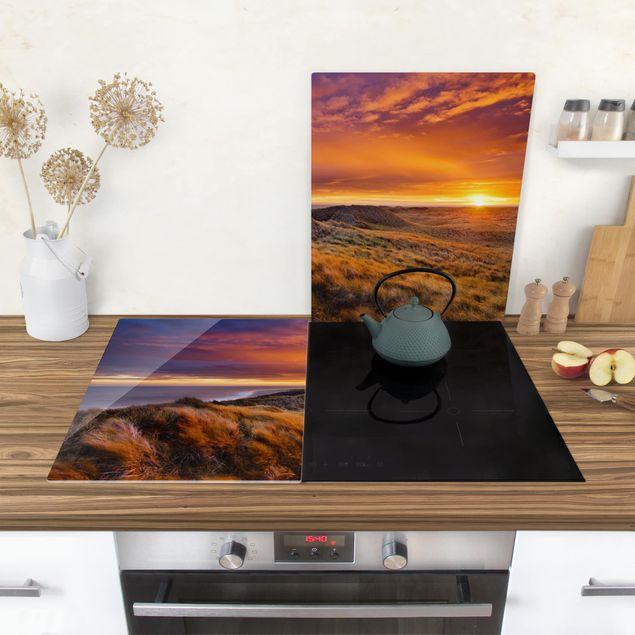 Produktfoto Herdabdeckplatte Glas - Sonnenaufgang am Strand auf Sylt - 52x80cm, in Wohnambiente, Artikelnummer -WA