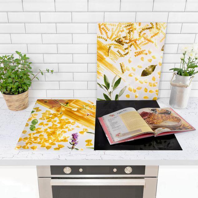 Produktfoto Herdabdeckplatte Glas - Pasta! Pasta! - 52x80cm, in Wohnambiente, Artikelnummer -WA
