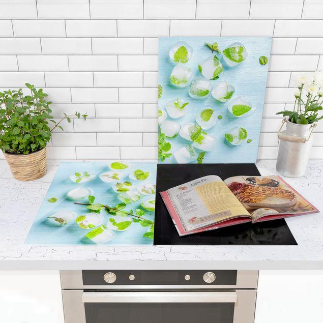 Produktfoto Herdabdeckplatte Glas - Eiswürfel mit Minzblättern - 52x80cm, in Wohnambiente, Artikelnummer -WA