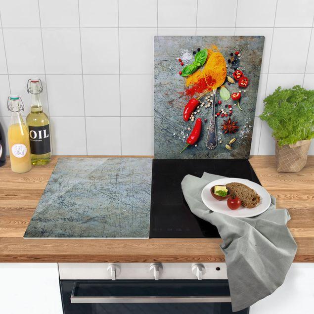 Produktfoto Herdabdeckplatte Glas - Löffel mit Gewürzen 02 - 52x80cm, in Wohnambiente, Artikelnummer -WA