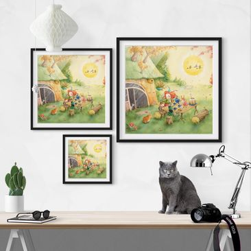 Product picture Framed print - Frida Eating Breakfast -...