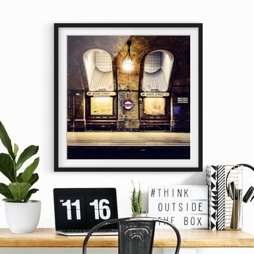 Product picture Framed print - Baker Street - Square...