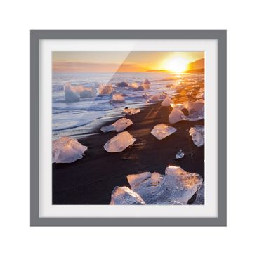 Product picture Framed print - Chunks Of Ice On The...