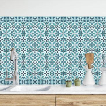 Produktfoto Küchenrückwand - Geometrischer Fliesenmix Blüte Türkis vergrößerte Ansicht in Wohnambiente Artikelnummer232352-XWA