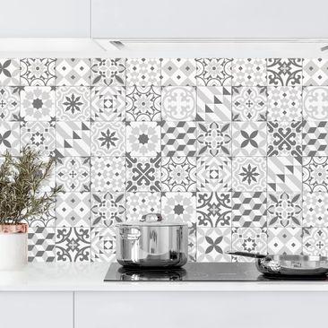Produktfoto Küchenrückwand - Geometrischer Fliesenmix Grau vergrößerte Ansicht in Wohnambiente Artikelnummer232354-XWA
