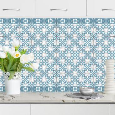 Produktfoto Küchenrückwand - Geometrischer Fliesenmix Herzen Blaugrau vergrößerte Ansicht in Wohnambiente Artikelnummer232355-XWA