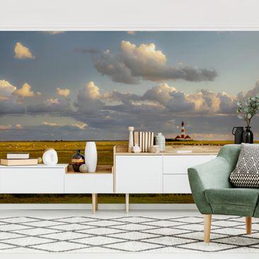Produktfoto Tapete selbstklebend - Nordsee Leuchtturm mit Schafsherde - Fototapete Querformat