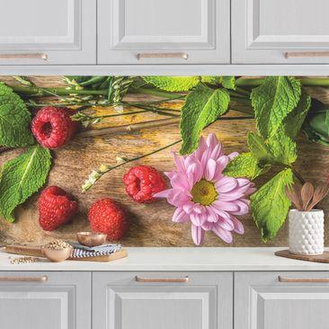 Produktfoto Küchenrückwand - Blumen Himbeeren Minze vergrößerte Ansicht in Wohnambiente Artikelnummer 235790-XWA