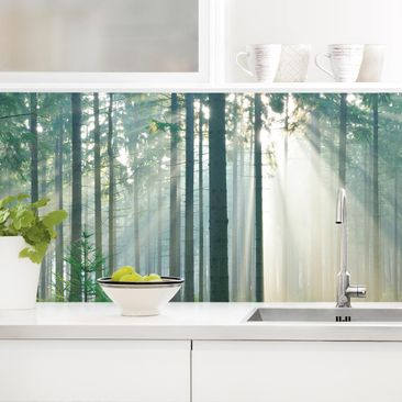 Produktfoto Küchenrückwand - Enlightened Forest vergrößerte Ansicht in Wohnambiente Artikelnummer 235816-XWA