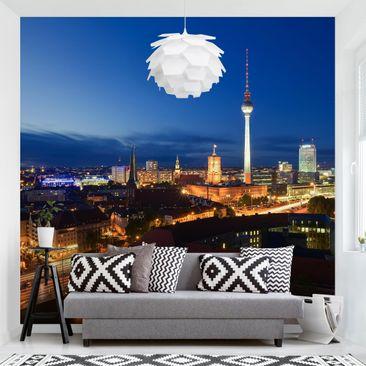Produktfoto Tapete selbstklebend - Fernsehturm bei Nacht - Fototapete Quadrat