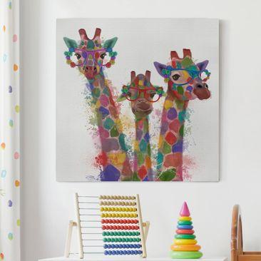Produktfoto Leinwandbild - Regenbogen Splash Giraffen-Trio - Quadrat 1.1 vergrößerte Ansicht in Wohnambiente Artikelnummer 240899-XWA