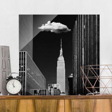 Produktfoto Glasbild - New York mit einzelner Wolke - Quadrat 1:1