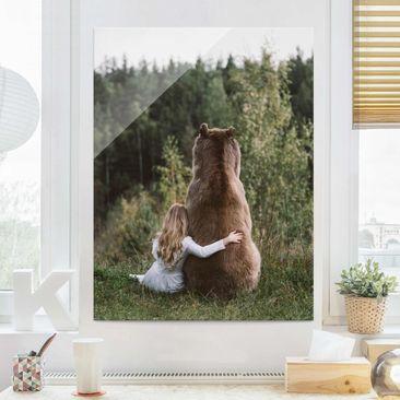 Produktfoto Glasbild - Mädchen mit Braunbär - Hochformat 4:3